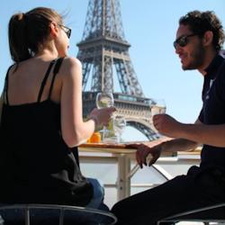 Dîner sur la seine avec une vue imprenable sur la tour Eiffel !